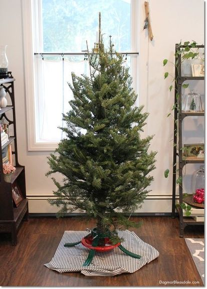 How To Make A Christmas Tree Look Fuller And Taller For Free Decorations
