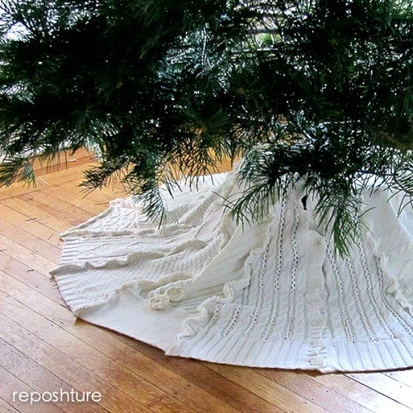 15 Gorgeous Christmas Tree Skirts that only Look Expensive | Hometalk