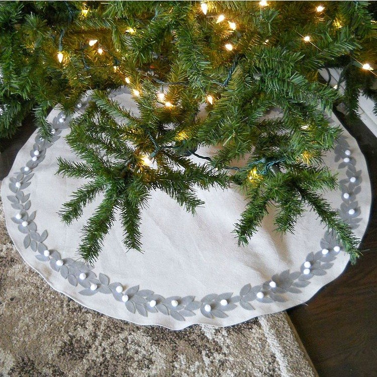 15 Gorgeous Christmas Tree Skirts That Only Look Expensive