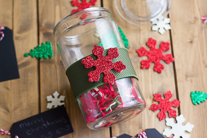 homemade red velvet fudge and easy diy christmas candy jars christmas decorations crafts
