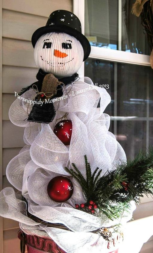 s 15 insanely cute snowmen for every corner of your home, home decor, Tomato Cage Snow Sir