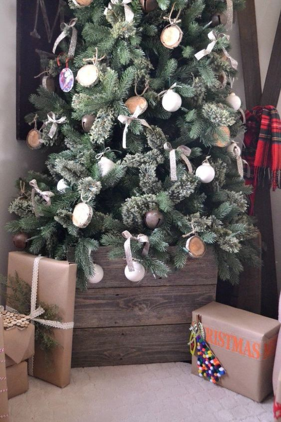 old fence puts final touch on our christmas tree christmas decorations diy repurposing