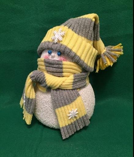 sock snow people, crafts, seasonal holiday decor
