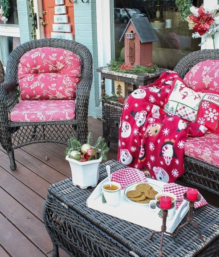 s 18 budget friendly home updates for guests, home decor, seasonal holiday decor, Add Inviting Touches to Your Porch