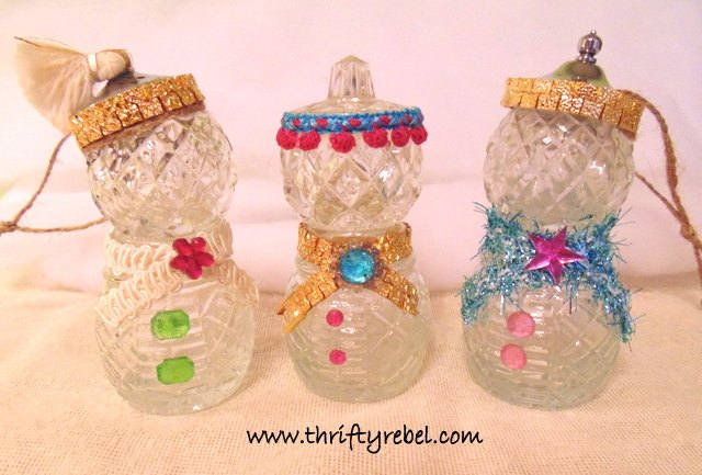 repurposed salt and pepper snowpeople ornaments, christmas decorations, crafts, repurposing upcycling, seasonal holiday decor