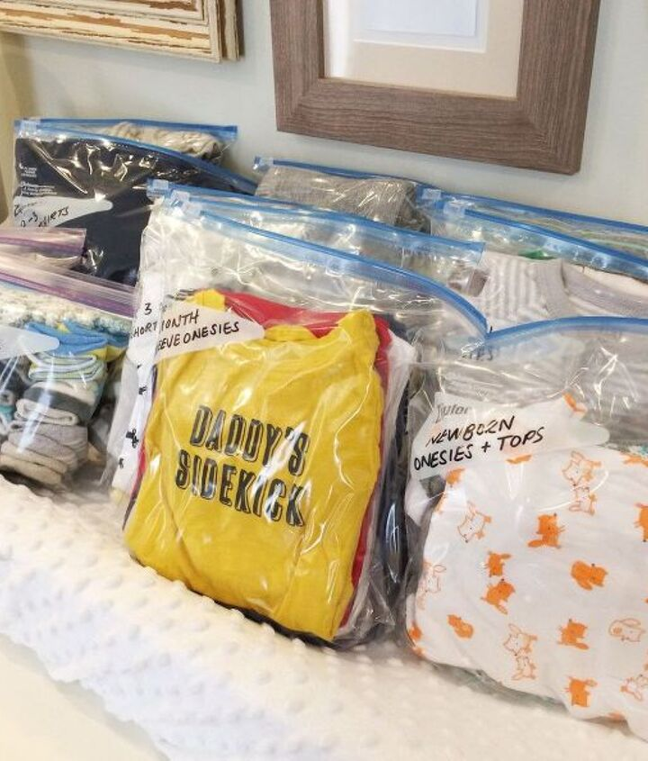 s the best organizing ideas of 2015 that you should do this year too, organizing, Keep Baby Clothes in Order with Zip Locks