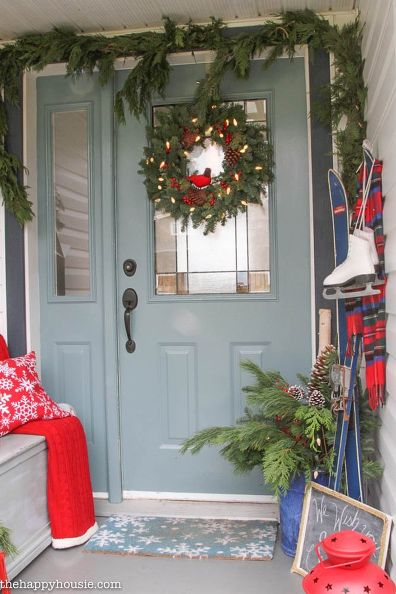 s you haven t seen christmas til you ve seen these 14 breathtaking homes, christmas decorations, seasonal holiday decor, Vintage Winter Charm