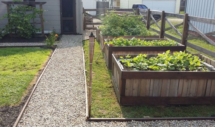 Using Pallets To Make Raised Garden Beds | Hometalk