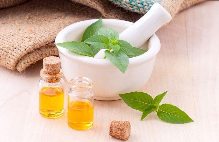 4: Essential Oil Bathroom Air Freshener