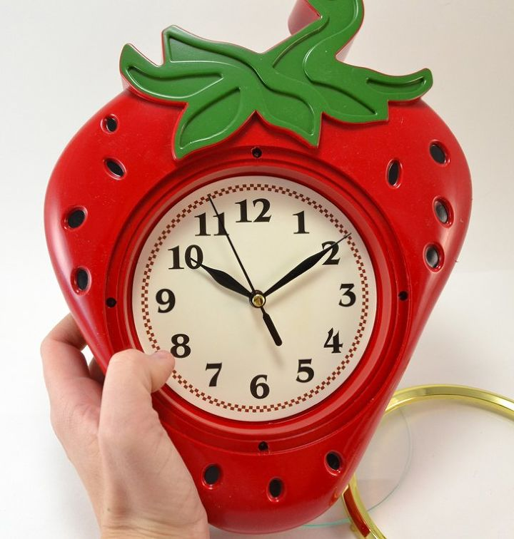 kitschy strawberry clock makeover, crafts