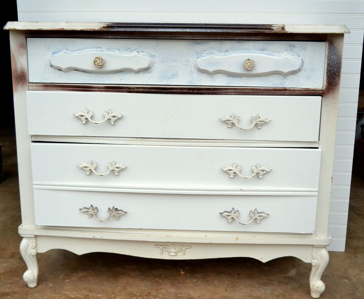 flea market dresser re do, painted furniture, Before not in bad shape just needs a paint job