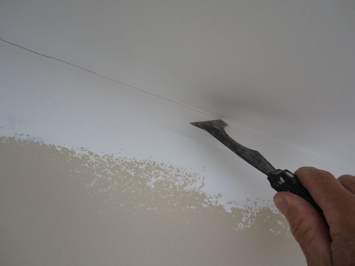 painting a straight line at the ceiling trick, paint colors, painting, walls ceilings, Paint your ceiling first wrapping the corner Take your ubiquitous 5 in 1 s back edge and gently score a mark