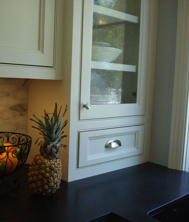 Here's a close up of the details in this kitchen....the cabinet doors are inset in beaded openings.