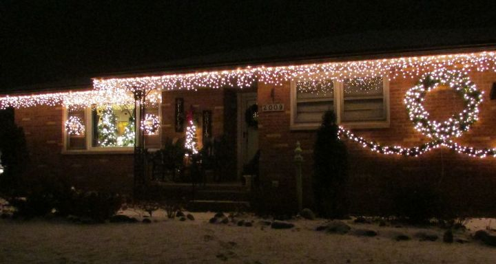 How To Hang Outdoor Christmas Lights.Hang Outdoor Holiday Lights Quickly Tutorial Hometalk
