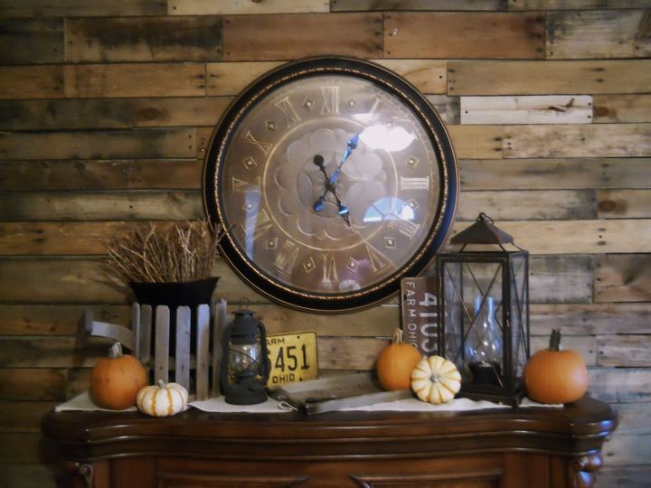 Pallet Wall, trim and Autumn Decor