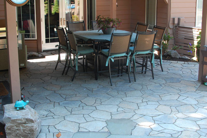 Paver patio and outdoor kitchen with slate insets. By Ross NW Watergardens in Portland, OR.