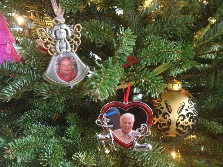 hang a shining star memorial ornaments, crafts, seasonal holiday decor, Two Memorial Ornament Examples A Dear Aunt A Wonderful Grandmother Will Be Angels On This Family Tree For Generations Hopefully