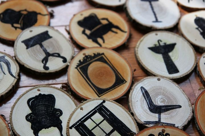 easy to make sliced wood ornaments, seasonal holiday decor, woodworking projects