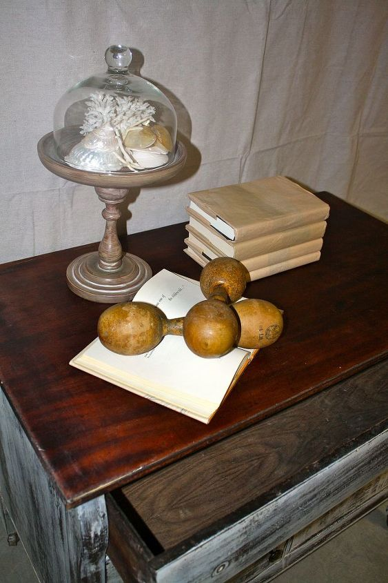 Stained top in dark walnut...