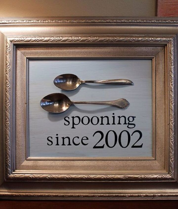 Paint, spoons and an old frame... that's all you need!