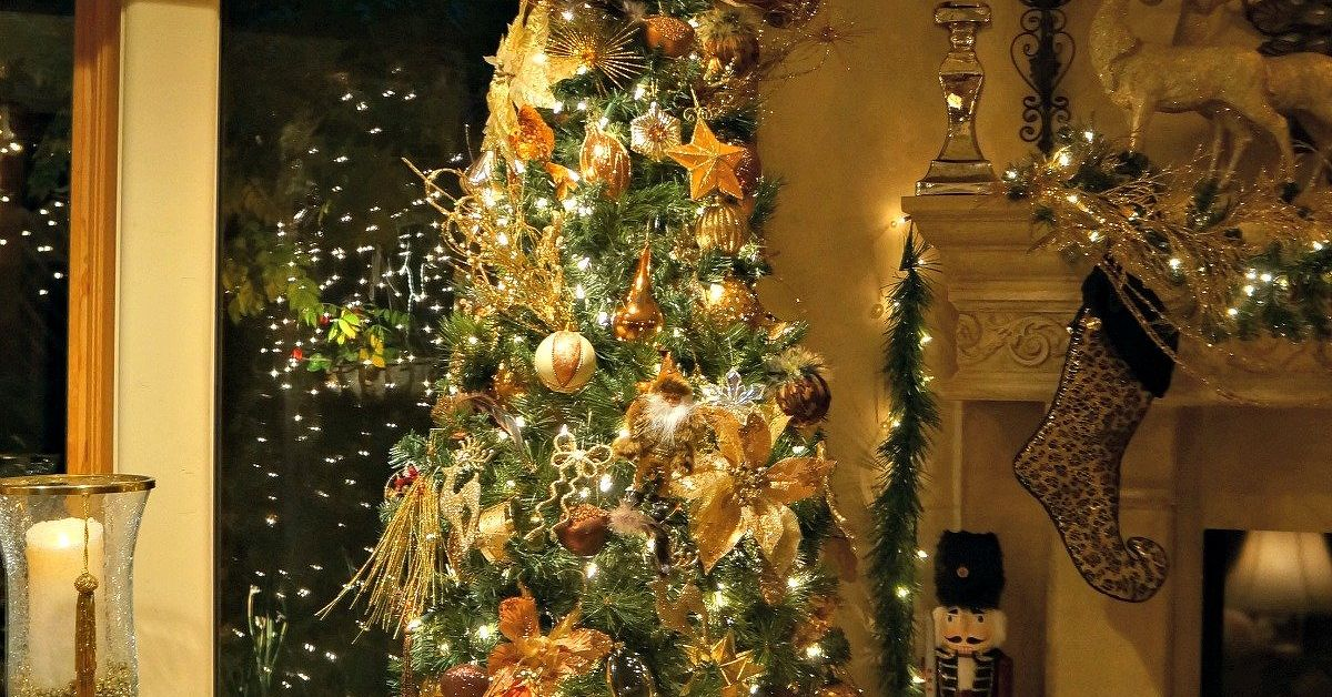 golden elegance christmas decor hometalk - Elegant Christmas Decorations