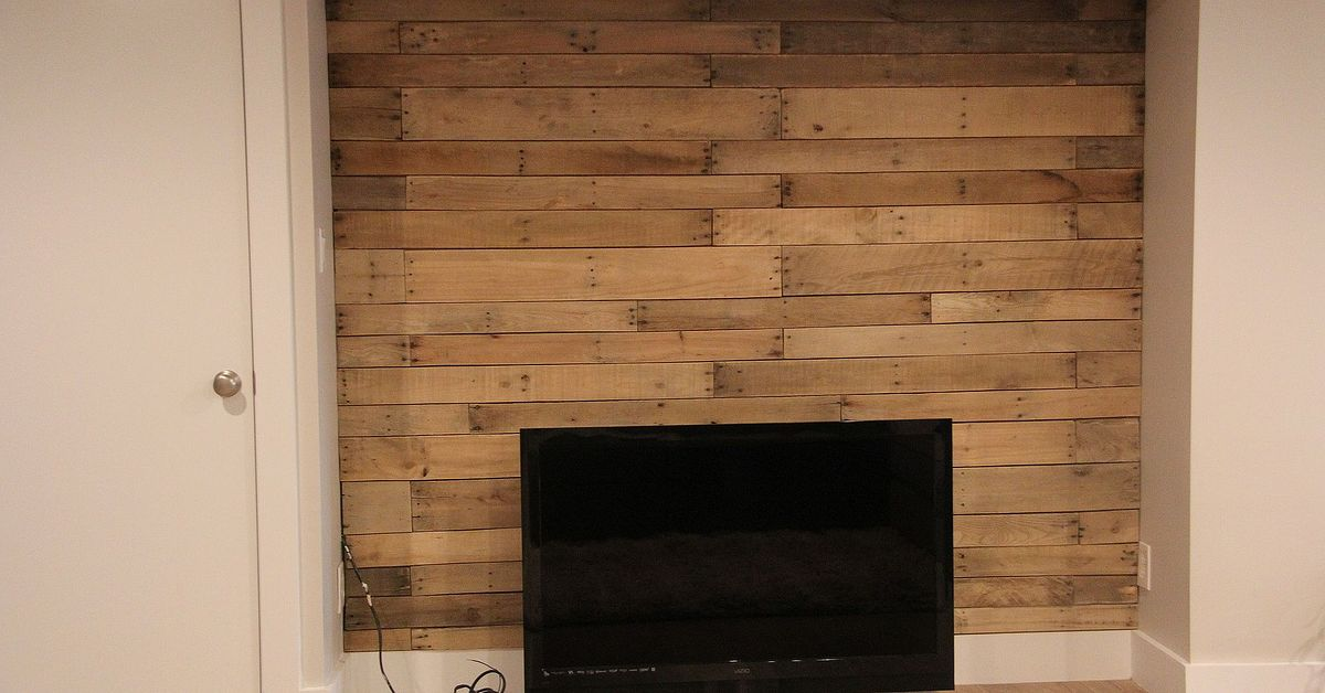 d i y pallet wall hometalk. Black Bedroom Furniture Sets. Home Design Ideas