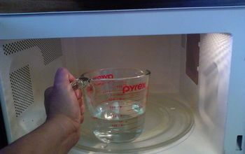 How to clean and disinfect the microwave with just vinegar and water.