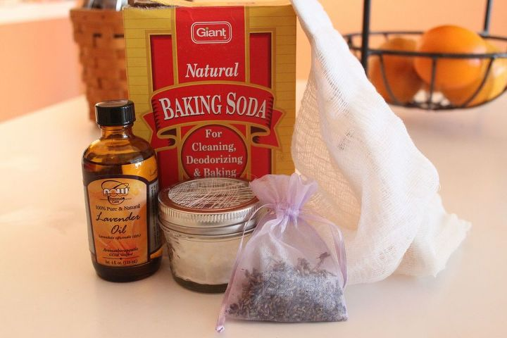 Just baking soda, essential oil, a mason jar and cheesecloth.