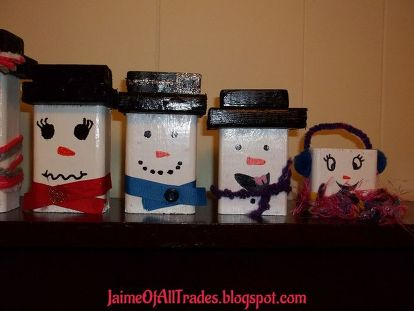 diy wooden snowmen made from wood scraps christmas decorations crafts seasonal holiday decor