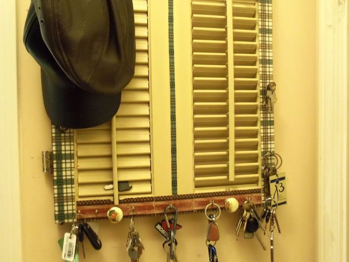 how i use shutters in different rooms in my home, home decor, repurposing upcycling, Kitchen entry keys caps