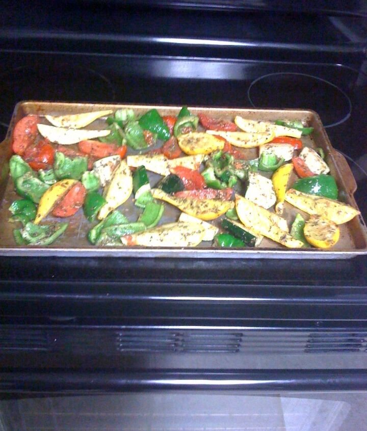 Vegetables cooked in the oven are a great way to use vegetables when we have a lot on hand.