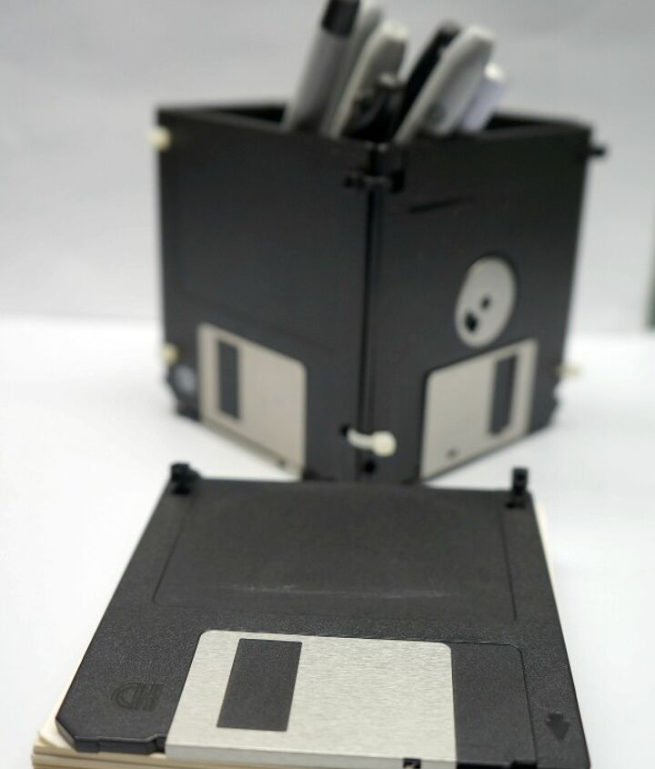Repurposed floppy disk into a note pad and pen holder