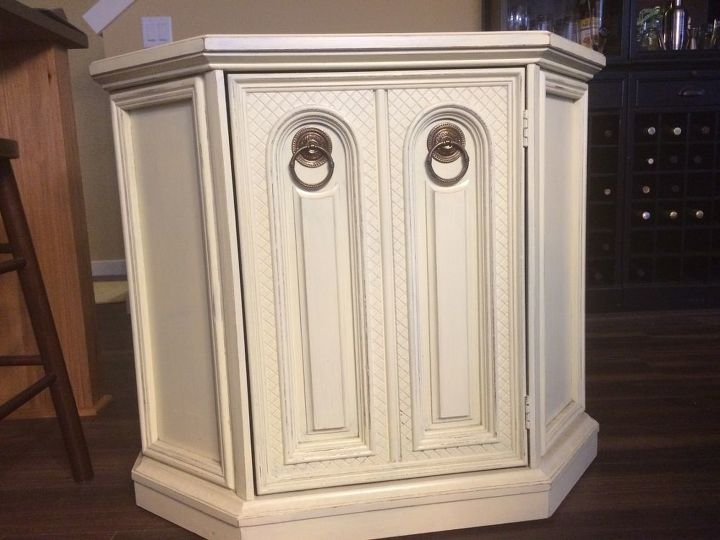 q color ideas for distressing funky tv stand, chalk paint, Front handles unscrew