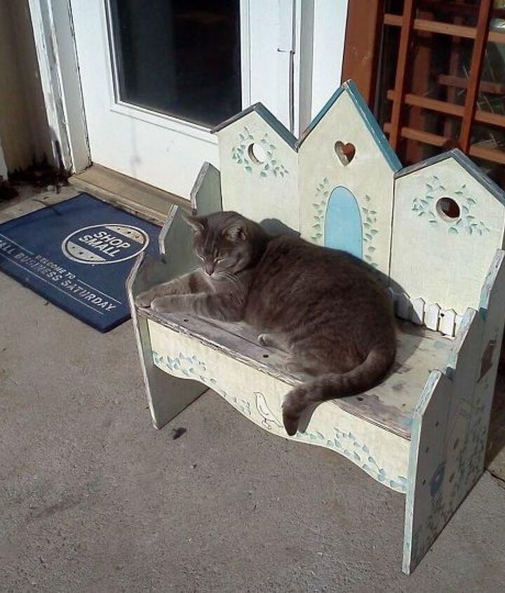 A garden bench for a princess, 4-legged or 2