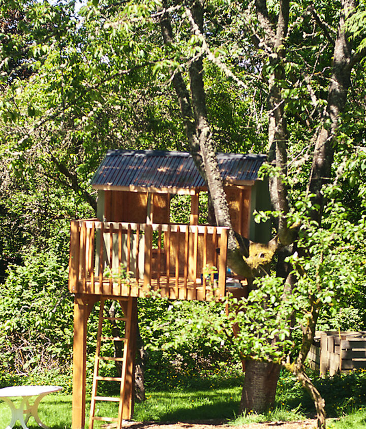 The treehouse, front view.