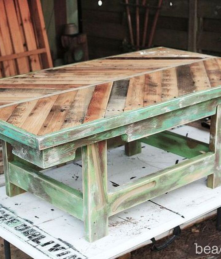 http://beachbumlivin.com Pallet wood coffee table with a base made from a futon!
