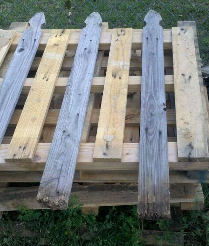 Pallet fence panel before trimming the rotten wood and painting.