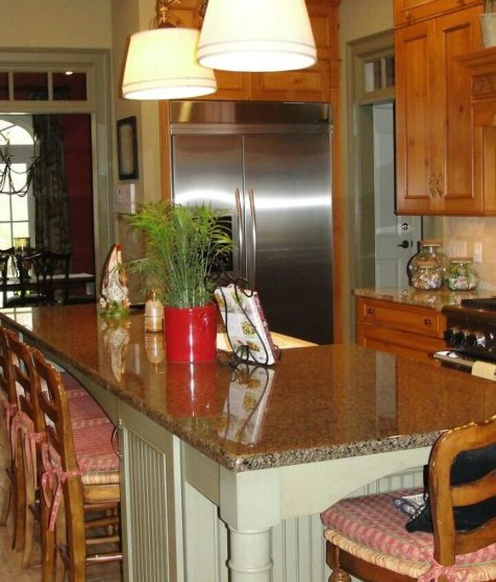 Great island space for homework, dining and projects.  Works as a great buffet table for entertaining.