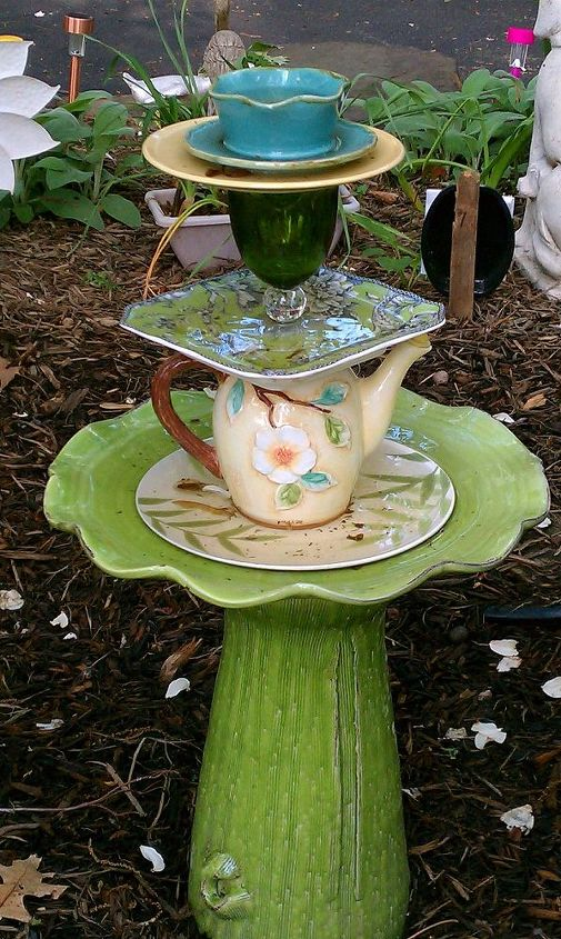 Here is a pic of the backside of the garden totem.I just love that teapot.If you enlarge the pic you can see that I used 2 beads to block the hole from any water.