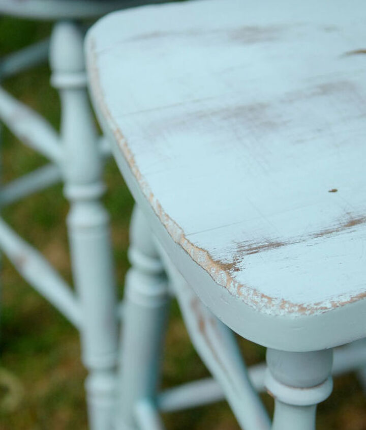 Lovely and worn look. Easy way to transform and used a can of spray paint.