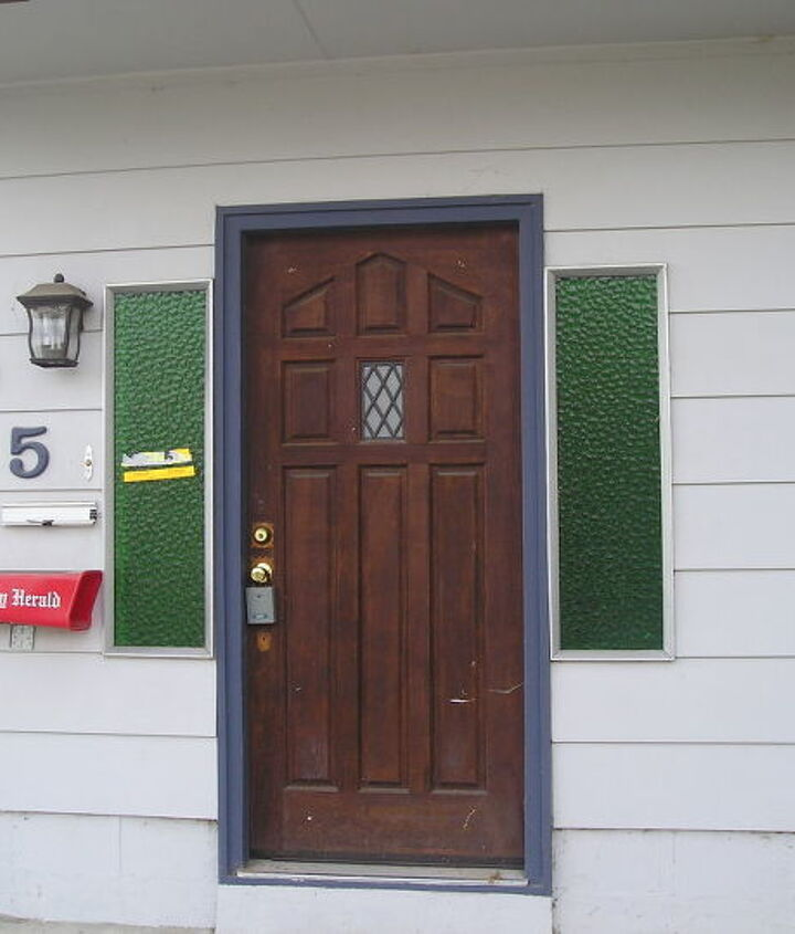 This is my ugly front entry. The photo was taken prior to me purchasing the house.