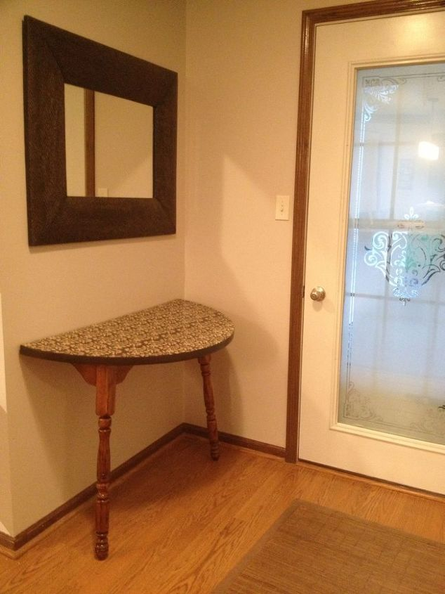 Makes a nice foyer/entry way table.