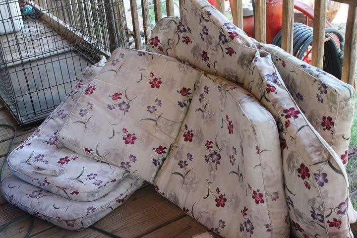 This was the original pattern. 6 cushions and 2 foot cushions