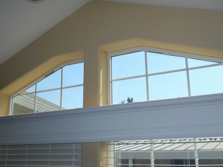 Kitchen windows that need a valance type of curtain