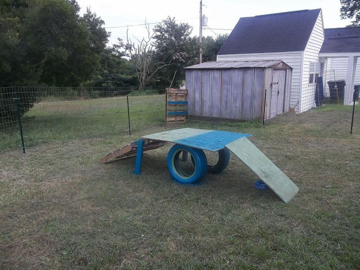 dog playground in 5 hrs, diy, how to, outdoor living, pallet, - Dog Playground In 5 Hrs :) Hometalk