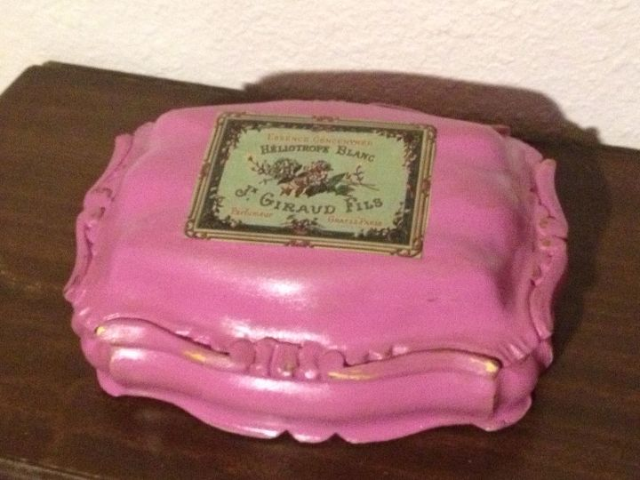 need an effective way to antique this three legged jewelry box, painting