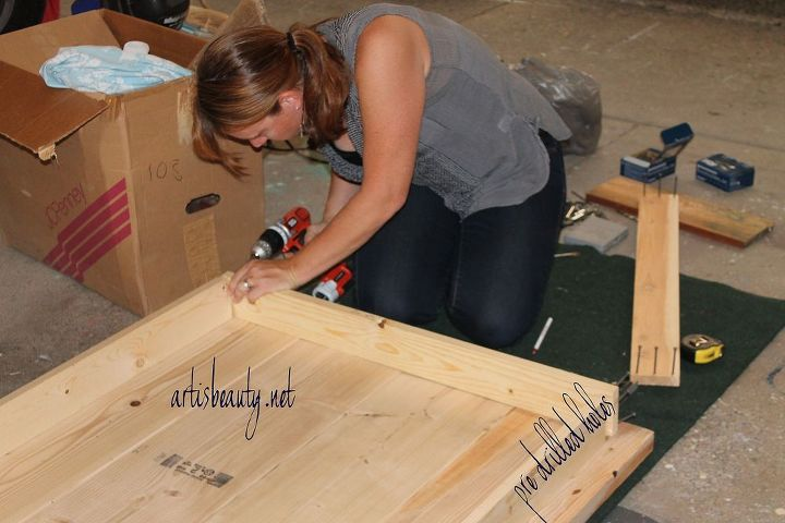 you can see here how easy it is to put the box frame together which will hold the braces and the support the table top.