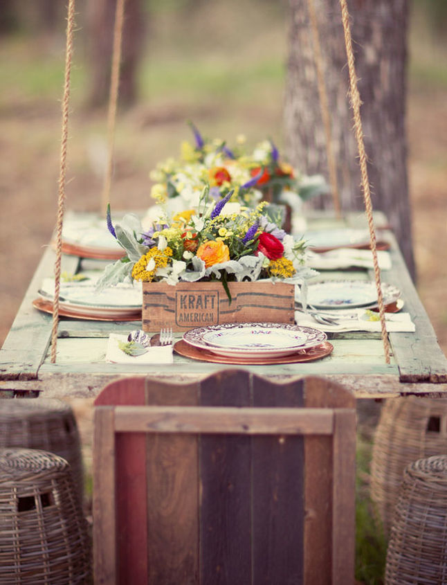 Hanging table. A fantasy from the blog Green Wedding Shoes