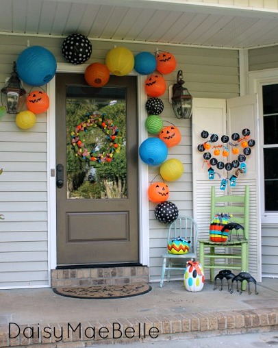 happy halloween front porch, chalkboard paint, crafts, curb appeal, halloween decorations, seasonal holiday decor, wreaths, I chose bright colors this year