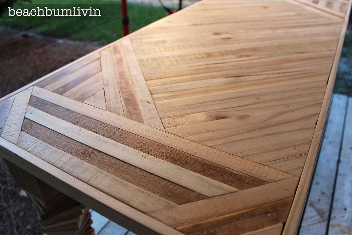 Garden Centre: Entryway Table Made From Pallets And Fence Panels.
